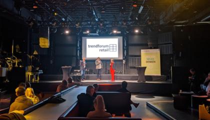 Prof. Dr. Stephan Rüschen, Daniel Schnödt und Nicole Srock-Stanley eröffnen den zweiten Tag des Trenforums Retail im Gibson Club